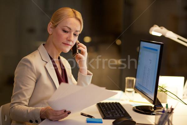 Femme d'affaires appelant smartphone bureau affaires date limite Photo stock © dolgachov