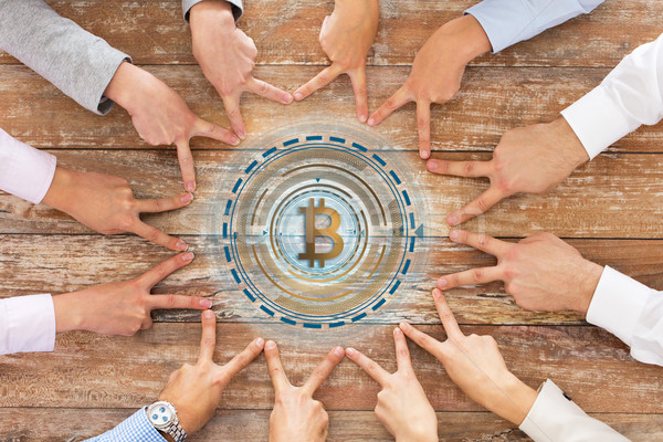 бизнес-команды мира рукой знак bitcoin бизнеса Сток-фото © dolgachov