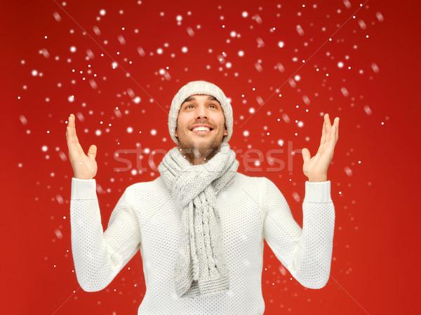 Knappe man warm trui hoed sjaal foto Stockfoto © dolgachov