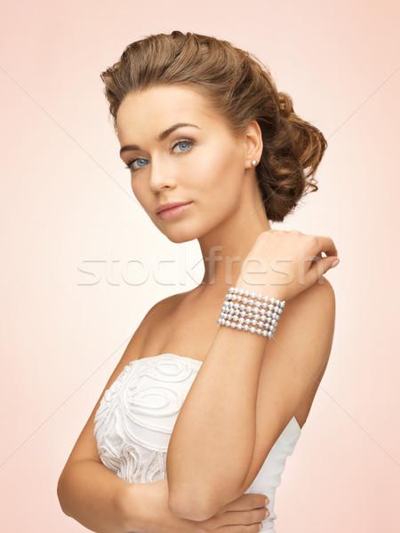 Mujer perla pendientes pulsera hermosa novia Foto stock © dolgachov