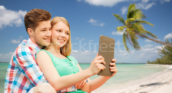 Pareja toma playa vacaciones vacaciones Foto stock © dolgachov