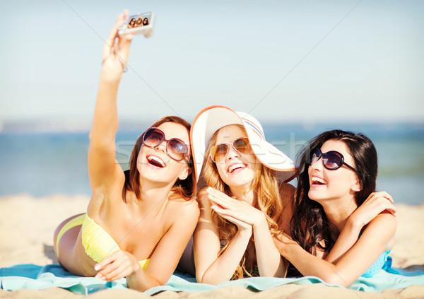 Ninas toma foto playa verano vacaciones Foto stock © dolgachov