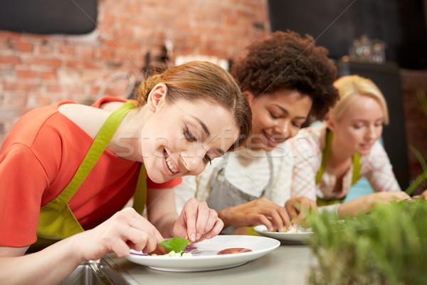 Сток-фото: счастливым · женщины · приготовления · блюд · класс · дружбы