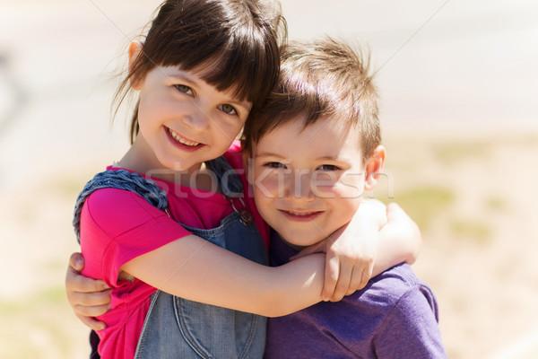Twee gelukkig kinderen buitenshuis zomer Stockfoto © dolgachov