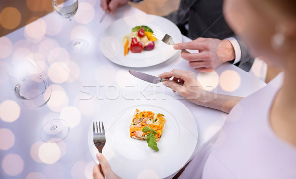 Couple manger restaurant nourriture de restaurant Photo stock © dolgachov