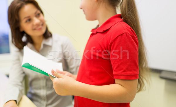 Iskolás lány notebook tanár osztályterem oktatás általános iskola Stock fotó © dolgachov