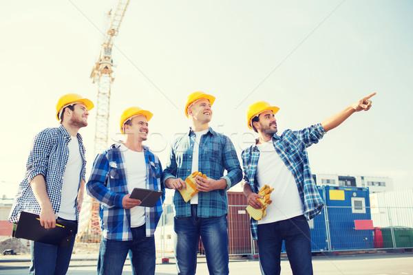Stock fotó: Csoport · mosolyog · építők · táblagép · kint · üzlet