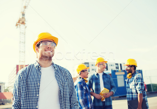 Csoport mosolyog építők kint üzlet épület Stock fotó © dolgachov