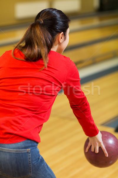 Közelkép nő dob labda bowling klub Stock fotó © dolgachov