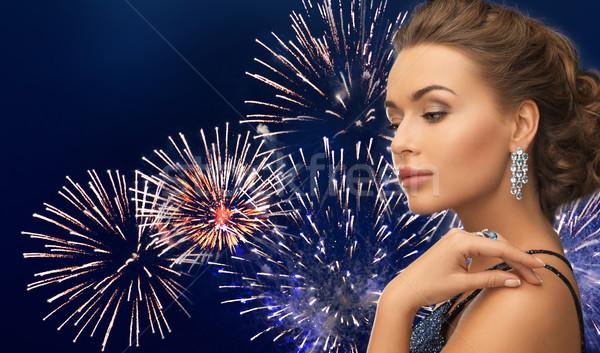 Gyönyörű nő gyémánt fülbevaló tűzijáték emberek ünnepek Stock fotó © dolgachov
