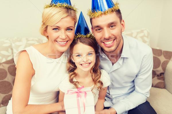 Família feliz caixa de presente celebração família férias aniversário Foto stock © dolgachov
