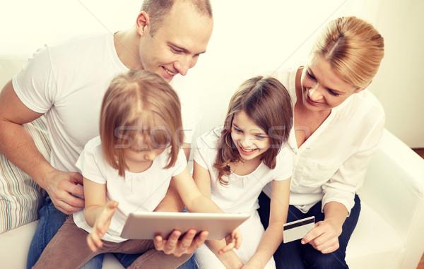 Foto stock: Família · feliz · cartão · de · crédito · família · compras · on-line · tecnologia