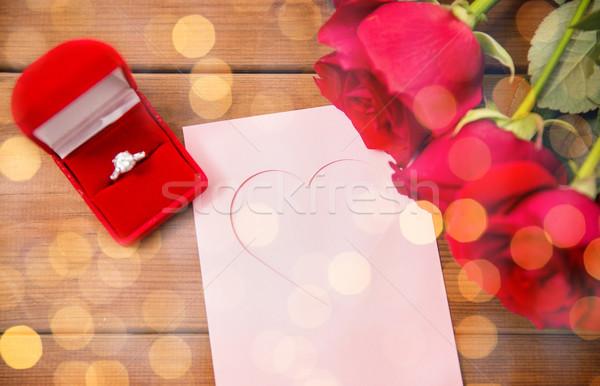 Közelkép gyémántgyűrű rózsák üdvözlőlap szeretet javaslat Stock fotó © dolgachov
