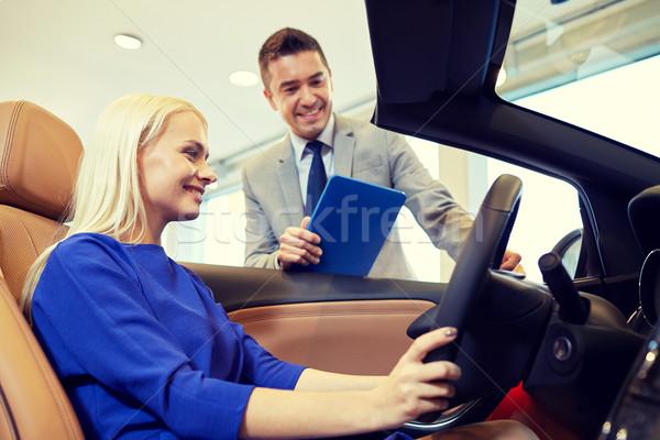 Feliz mulher revendedor de automóveis automático mostrar salão Foto stock © dolgachov