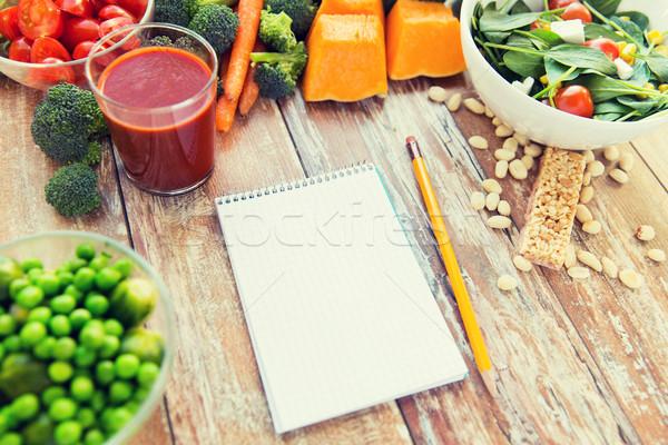 Maduro legumes caderno tabela alimentação saudável Foto stock © dolgachov