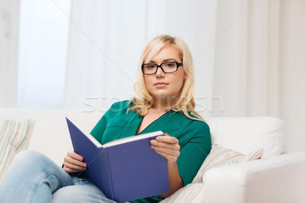 Fiatal nő szemüveg olvas könyv otthon szabadidő Stock fotó © dolgachov