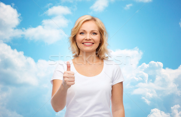 Mujer sonriente blanco camiseta gesto Foto stock © dolgachov