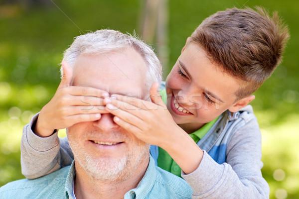 Großvater Enkel spielen Sommer Park Familie Stock foto © dolgachov