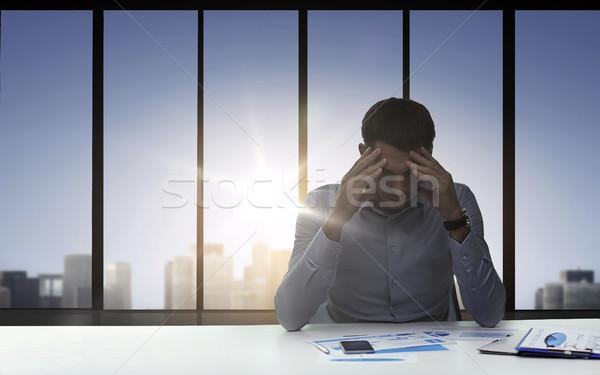 Niespokojny biznesmen kart działalności ostateczny termin Zdjęcia stock © dolgachov