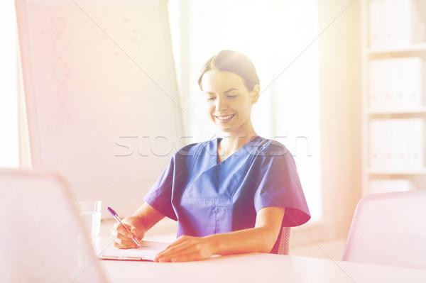 Zdjęcia stock: Szczęśliwy · kobiet · lekarza · pielęgniarki · piśmie · schowek