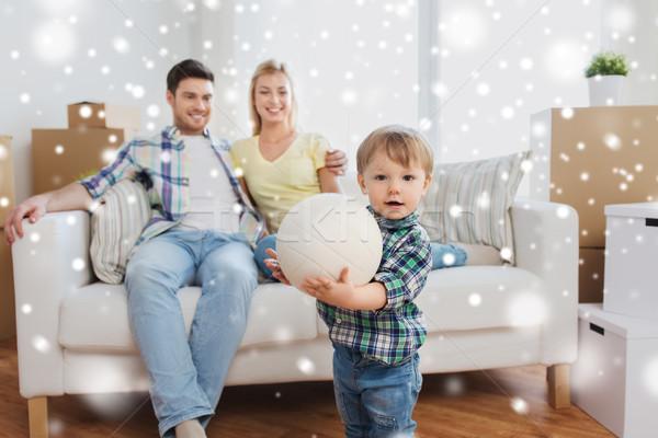 Photo stock: Heureux · peu · garçon · balle · parents · maison