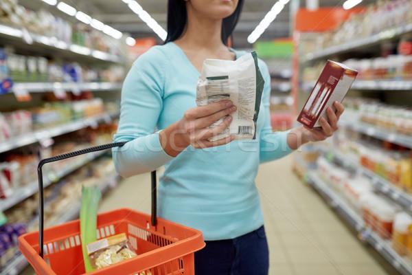 Közelkép nő étel élelmiszerbolt vásár vásárlás Stock fotó © dolgachov