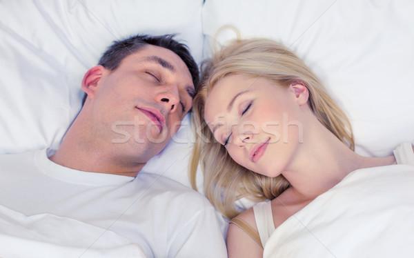 Szczęśliwy para snem bed hotel podróży Zdjęcia stock © dolgachov