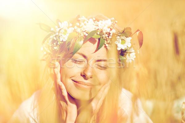 Feliz mulher coroa flores cereal campo Foto stock © dolgachov