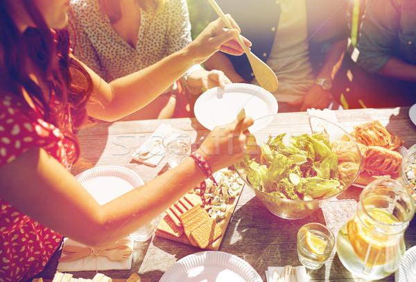 Boldog barátok vacsora nyár buli szabadidő Stock fotó © dolgachov