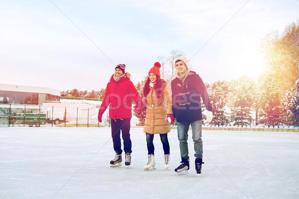 Boldog barátok korcsolyázás pálya kint emberek Stock fotó © dolgachov