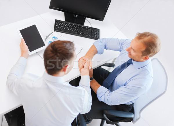 Empresarios apretón de manos oficina dos negocios manos Foto stock © dolgachov