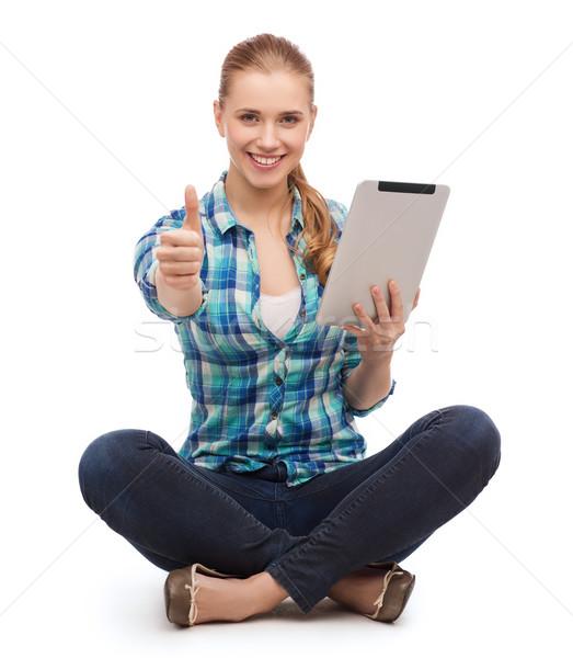 Fiatal nő lezser ruházat ül padló technológia Stock fotó © dolgachov