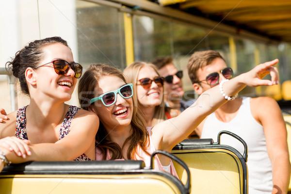 Gruppe lächelnd Freunde Tour Bus Stock foto © dolgachov