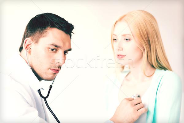 Mężczyzna lekarz pacjenta jasne zdjęcie rodziny lekarza Zdjęcia stock © dolgachov