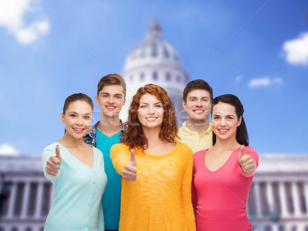 Grupo sonriendo adolescentes signo Foto stock © dolgachov