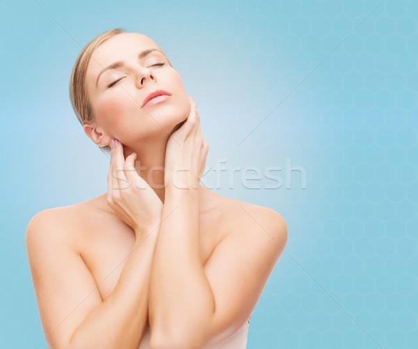 Mooie jonge vrouw aanraken nek schoonheid mensen Stockfoto © dolgachov