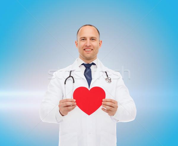 男医生侧脸照片_商业照片: 微笑 · 男医生 · 红色 · 心脏 · 听筒 · 医药