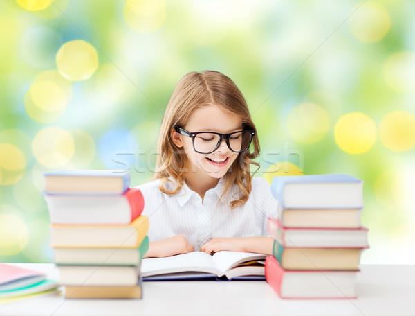 Stockfoto: Gelukkig · student · meisje · lezing · boek · school