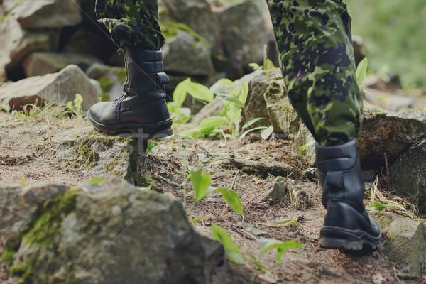 Soldat escalade roches forêt guerre Photo stock © dolgachov