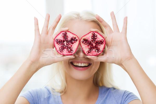 Felice donna occhi melograno cibo biologico Foto d'archivio © dolgachov
