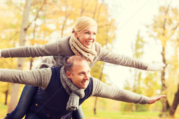 笑みを浮かべて カップル 秋 公園 愛 ストックフォト © dolgachov