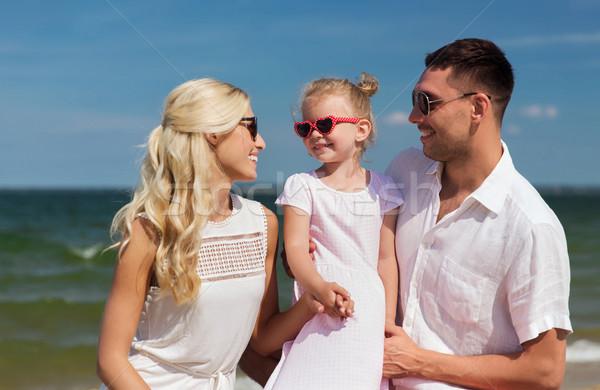 Glückliche Familie Sonnenbrillen Sommer Strand Familie Urlaub Stock foto © dolgachov