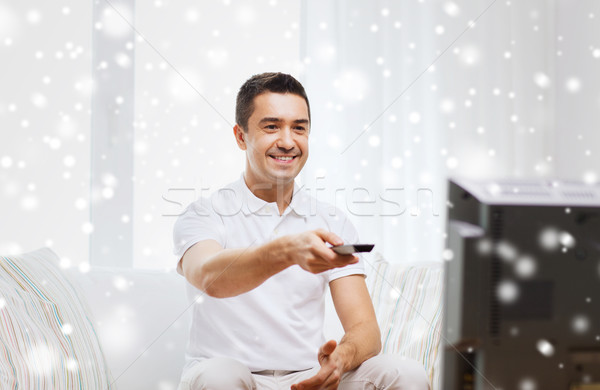 Sorridente homem controle remoto assistindo tv casa Foto stock © dolgachov