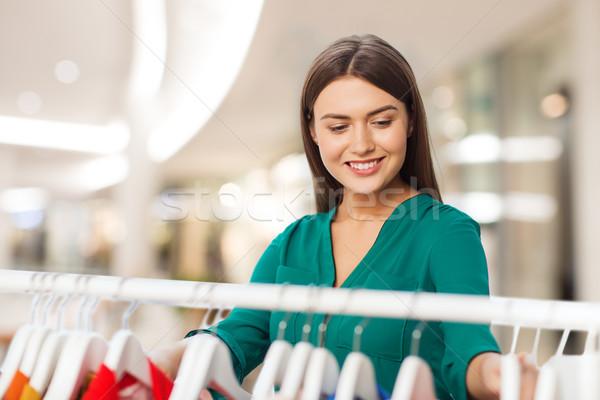 счастливым женщину одежды одежду Сток-фото © dolgachov