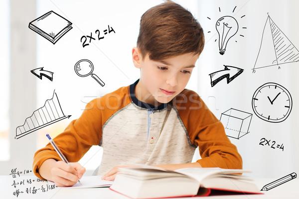 Student chłopca książki piśmie notebooka domu Zdjęcia stock © dolgachov