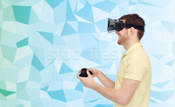 Felice uomo virtuale realtà auricolare gamepad Foto d'archivio © dolgachov