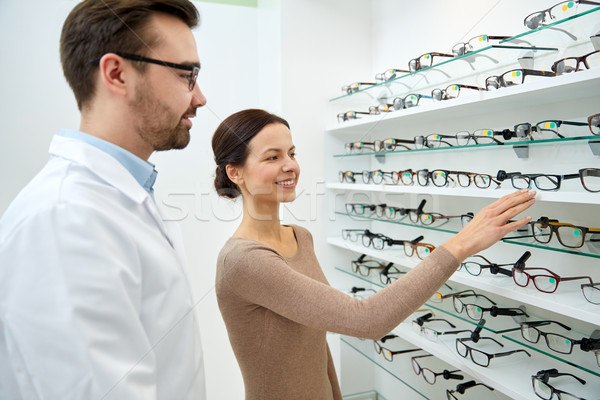 Nő mutat szemüveg optikus optika bolt Stock fotó © dolgachov