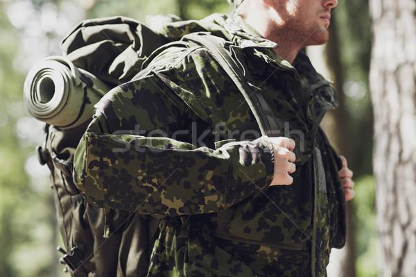 Jóvenes soldado mochila forestales guerra Foto stock © dolgachov