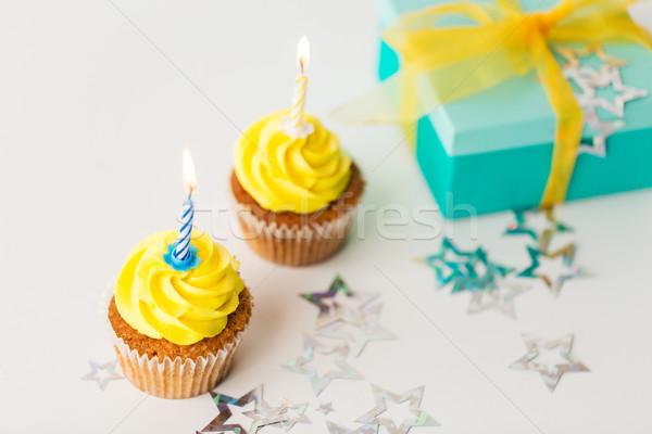 Verjaardag brandend kaarsen aanwezig vakantie Stockfoto © dolgachov