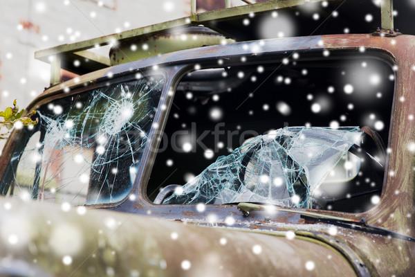 Guerra caminhão quebrado pára-brisas vidro neve Foto stock © dolgachov